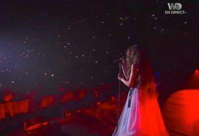 PO KËNDONTE LIVE KËNGËN E BEYONCE-S/ 13-vjeçarja shqiptare bën shqiponjën në mes të Parisit (VIDEO)