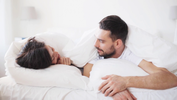 SFIDOJENI VETEN/ Ja 3 pozicione seksi për një natë të flaktë (FOTO)