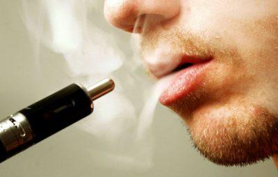 I COPËTOI ARTERIEN/ Vdes i riu pasi i shpërthen cigarja elektronike në fytyrë