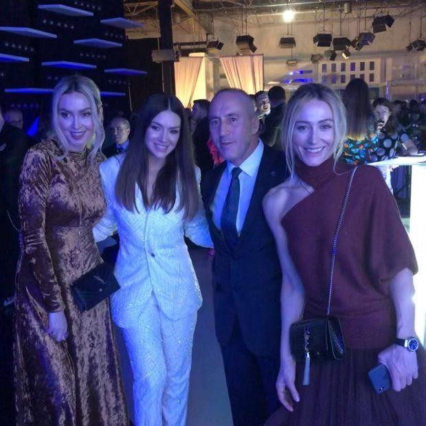 PSE U ZGJODH ELVANA GJATA? Bashkëshortja e kryeministrit zbulon detajet e koncertit në Prishtinë