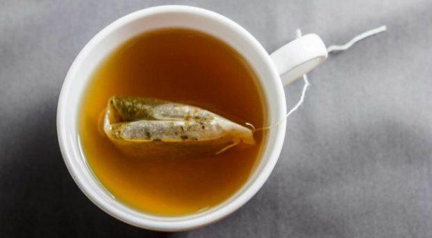 PROBLEME ME RËNIEN E FLOKËVE? Ja çaji që duhet të pini çdo ditë