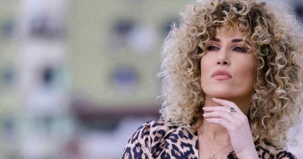 """""""EDHE PO TË JESH SEKSI,NGELESH SEKSI""""/ Moderatorja shqiptare e thotë troç (FOTO)"""
