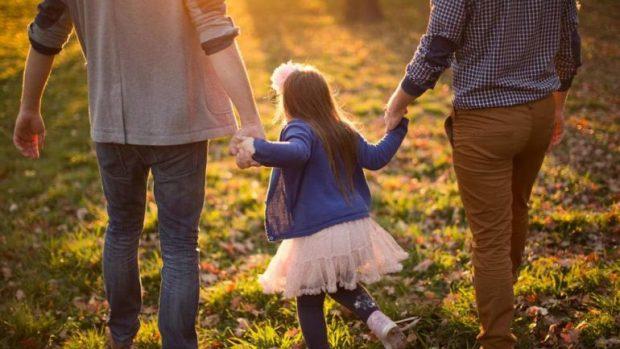 JO MAMI DHE BABI NË SHKOLLA/ Në Francë do të quhen prindi 1 dhe prindi 2