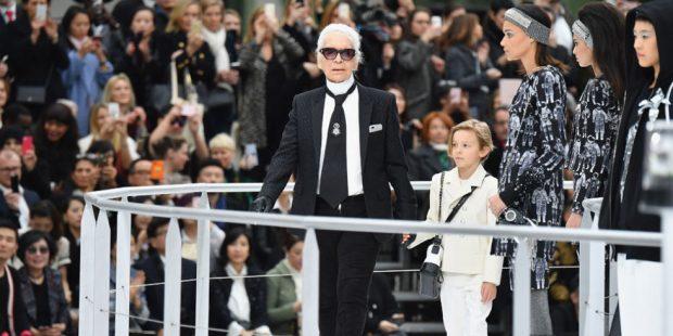 """""""FALEMINDERIT QË NUK MË TRAJTOVE SI NJË VARSE RROBASH""""/  Modelja shqiptare bën dedikimin e ndjerë për Karl Lagerfeld"""