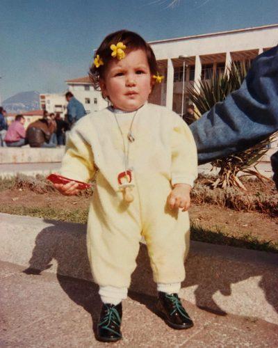E NJIHNI DOT? Kjo vogëlushe në foto  është një prej femrave më të bukura shqiptare