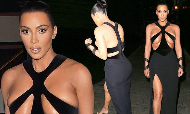 PËR PAK SA NUK I DOLËN THITHKAT/ Kim Kardashian rrëmben vëmendjen me fustanin e zi (FOTO)