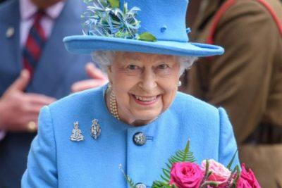 """""""NUK HA DOMATE SE I NGELIN FARAT NË DHËMBË""""/ Këto janë sekretet ushqimore më të çuditshme të Mbretëreshës Elizabeth"""