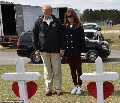 """""""SHPËRTHEJNË"""" PËRDORUESIT E TWITTER/ Akuzojnë Melania Trump se përdor një grua tjetër për… (FOTOT+VIDEO)"""