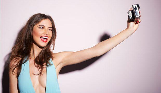 """RRËFIMI I NJË DJALI/ """"E dashura ime po iu dërgon fotografi nudo meshkujve të tjerë"""""""