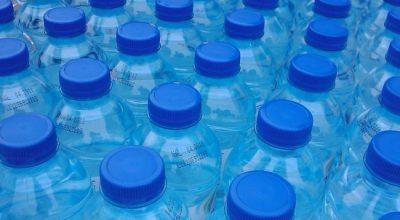 E THONË EKSPERTËT/ Uji në shishe të plastikës shkakton kancer