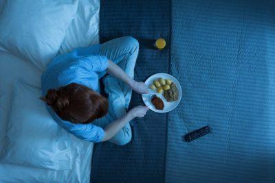 DO SHUANI MENJËHERË URINË/ Ja ushqimet që duhet të konsumoni para se të flini gjumë