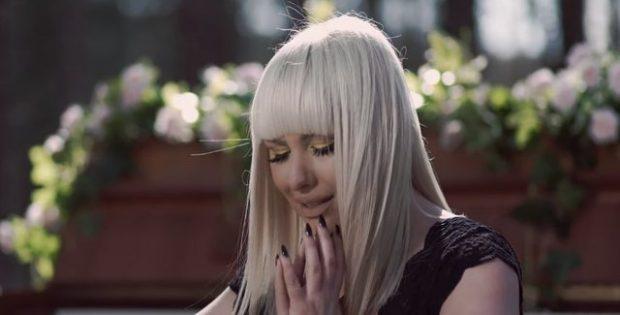 PO E PRISNIM! Vesa Luma publikon këngën e re që i përloti të gjithë (VIDEO)