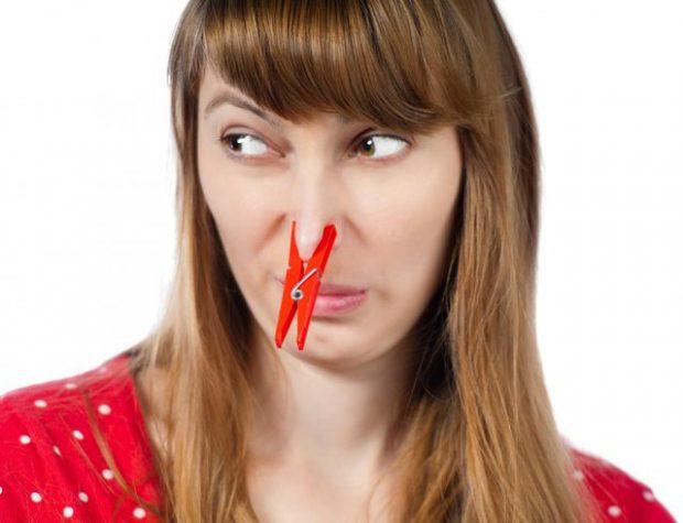 MËSOJINI TANI/ Këto 5 rregulla të thjeshta do t'ju zhdukin menjëherë aromën e keqe të gojës