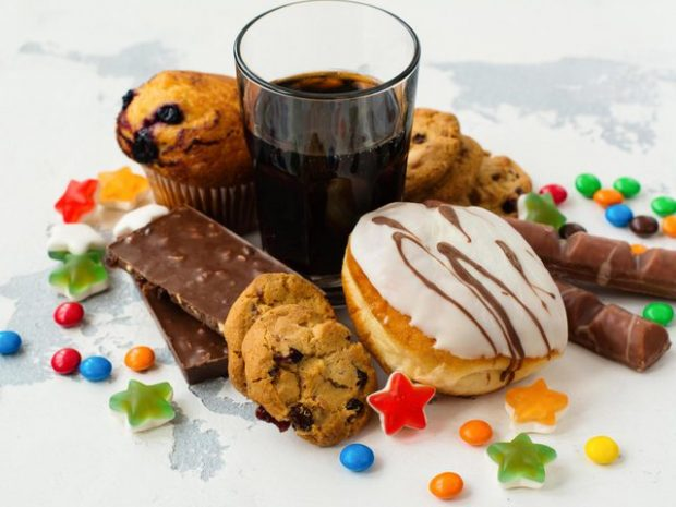 PËR TË MOS PASUR PROBLEME SHËNDETËSORE/ Ja sa gram sheqer duhet të hani në ditë
