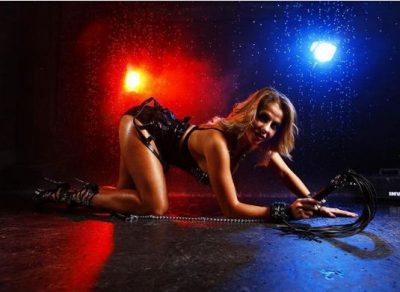 NDODH EDHE KËSHTU/ Aktorja e filmave porno shpall kandidaturën për kryetare bashkie (FOTO)