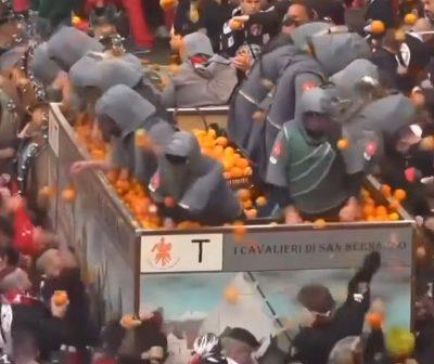 """""""LUFTA ME PORTOKALLE""""/ Njihuni me festivalin e çuditshëm në Itali (VIDEO)"""