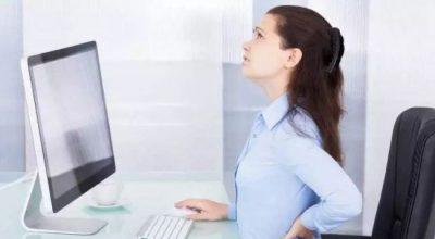 NGA POZICIONI TEK DORA/ Zakonet e këqija në zyrë që jua shkatërrojnë shëndetin