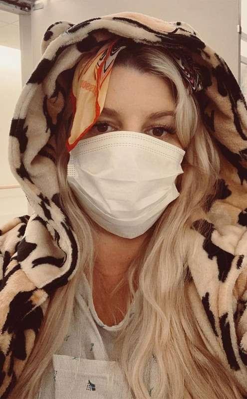 SHTATZËNË DHE NË GJENDJE KRITIKE/ Aktorja e famshme kthehet në shtëpi pas 1 jave në spital
