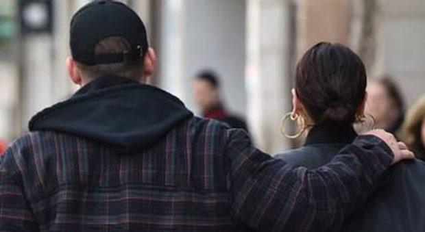 PËRDORE NË PUBLIK/ Zbulohet çifti më i ri i showbizit (FOTO)