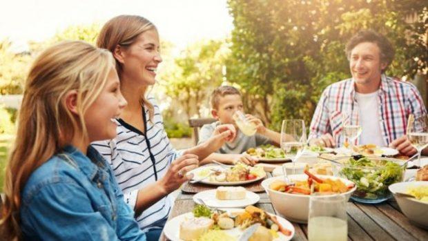 VAKTET FAMILJARE TË NGRËNIES/ Rëndësia e ushqyerjes së bashku