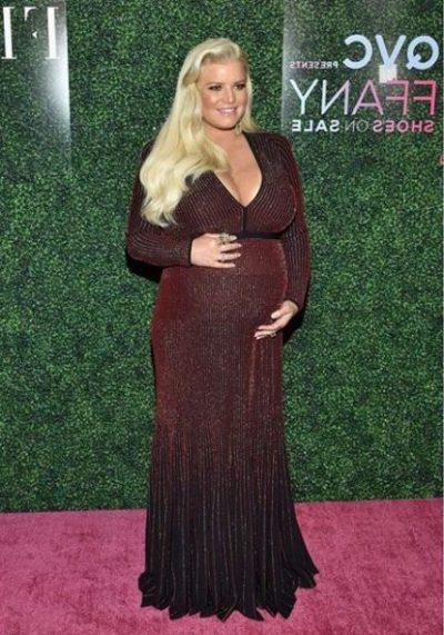 FOTOT E PARA ME VAJZËN/ Aktorja e famshme bëhet nënë për herë të 3-të