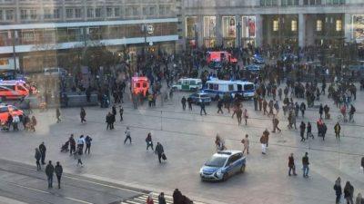 SHERR MES YJEVE TË YOUTUBE/ Policët shpërndajnë turmën me gaz lotsjellës