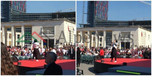 """""""TIRANA QË DUAM""""/ Mijëra qytetarë në shesh.Aurela Gaçe elektrizon skenën (VIDEO)"""