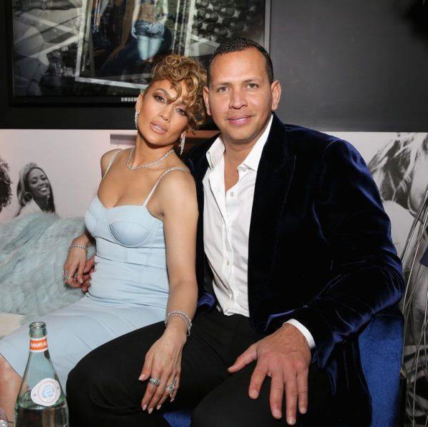 PAS FEJESËS ERDHËN AKUZAT PËR TRADHËTI/ Reagon Jennifer Lopez
