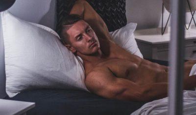 I DINIT? 4 gjestet që tregojnë sa i mirë është ai në shtrat!