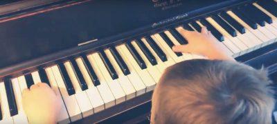 """""""MOZARTI I VOGËL/ Është vetëm 6 vjeç, ka lindur i verbër dhe di të luajë në piano (VIDEO)"""