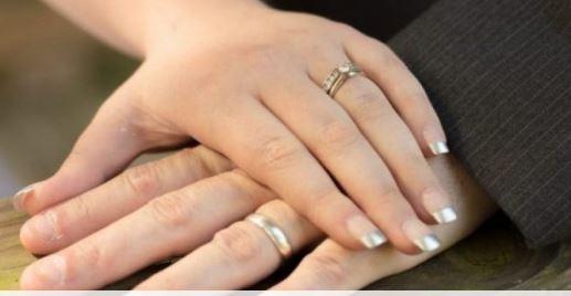 KUJDES/ Këto gabime i bëjnë të gjitha çiftet kur zgjedhin unazën e fejesës
