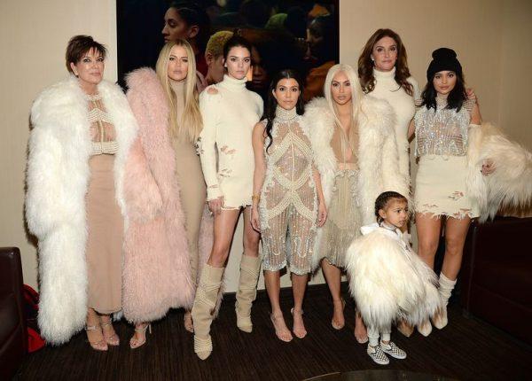 PAS DEKLARATËS SË DJESHME TË JORDYN/ Familja Kardashian i vihet e gjitha kundër