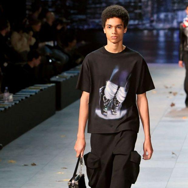 ISHTE FRYMËZUAR NGA ARTI I TIJ/ Louis Vuitton heq nga vitrinat koleksionin e Michael Jackson  (FOTO)