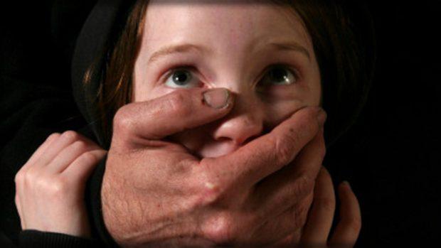 POLICIA NUK I MONITORON DOT/ Në këtë shtet jetojnë 17 mijë pedofilë
