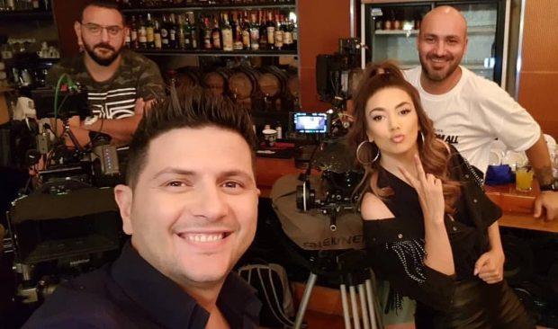"""""""KRENARE PËR TY VLLAI""""/ Elvana i publikon Ermalit videon me momentet më gazmore të filmit"""