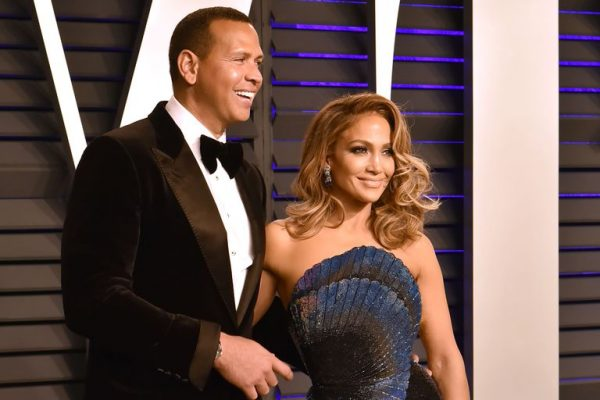 VËMENDJEN E TËRHEQ UNAZA/ Jennifer Lopez fotografohet për herë të parë pas lajmit të fejesës