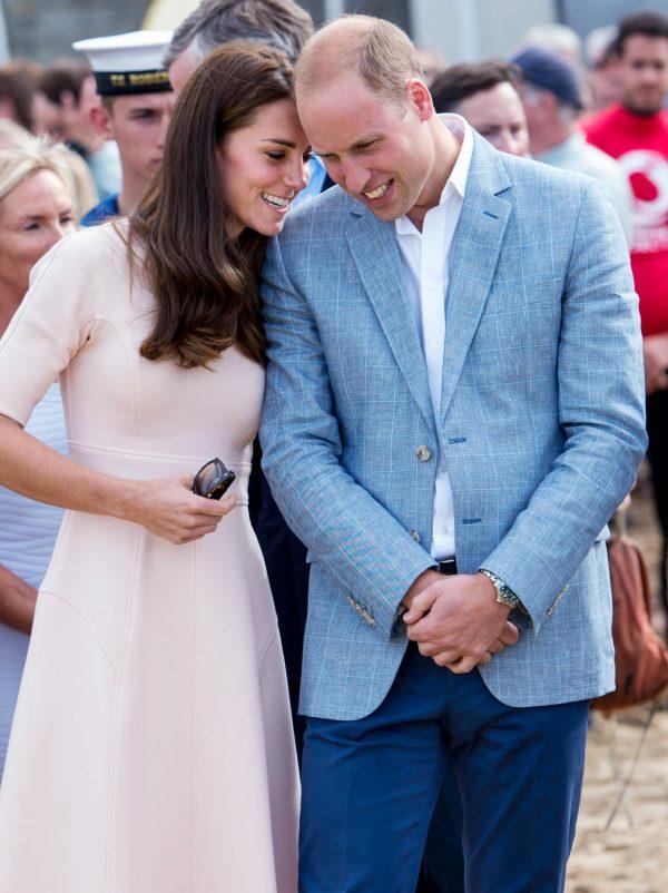 DJALI I TYRE MBUSH 1 VJEÇ/ Princ William dhe Kate Middleton publikojnë fotot e para të ditëlindjes