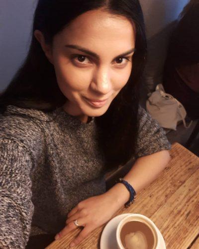 NJË MUAJ PAS LINDJES SË VAJZËS/ Anjeza Shahini i rikthehet punës (VIDEO)
