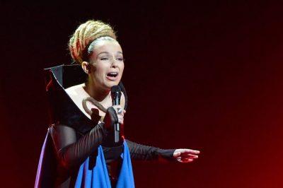 NA KA MUNGUAR PREJ VITESH/ Rona Nishliu rikthehet me këngë të re (FOTO+VIDEO)