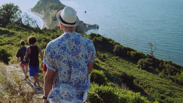 BËRI NAMIN NJË VIT MË PARË NË VERË/ Kënga shqiptare bëhet hit ndërkombëtar (FOTO+VIDEO)