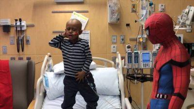 """""""MUZIKA ËSHTË ILAÇI IM, SËMUNDJA S'MË MERR DOT…""""/ 5-vjeçari çudit mjekët para kimioterapisë (VIDEO)"""