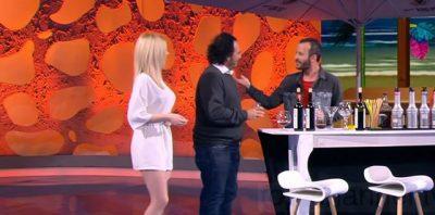 E PYET KU MARTOHET/ Artisti shqiptar i kthehet moderatorit: Na le rehat… (VIDEO)