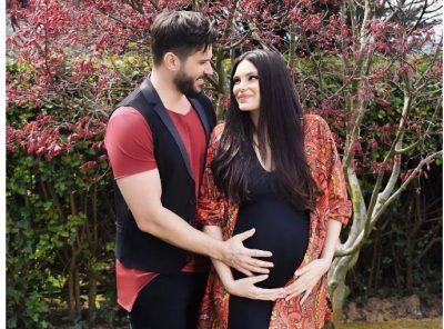 NJË SUPER MAMI/ Almeda ngre shtanga në ditët e fundit të shtatzënisë dhe duhet parë për ta besuar