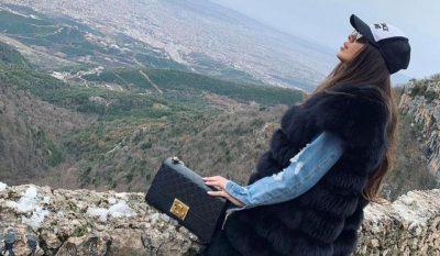 ËSHTË VAJZË/ Këngëtarja shqiptare bëhet nënë për herë të parë (FOTO)