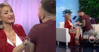 E KA FIKSIM/ Këngëtari shqiptar i propozon Roza Latit në mes të emisionit (VIDEO))