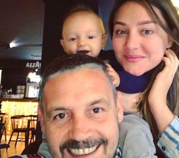 KROI ËSHTË VETËM 1 VJEÇ/ Babi Albani ka filluar që tani ti mësojë gjuhën angleze (VIDEO)