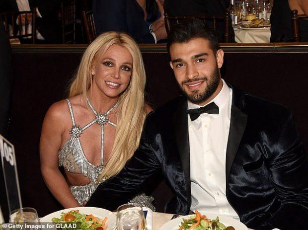 PARTNERJA JU SHTRUA NË PSIKIATRI/ Reagon i dashuri i Britney Spears