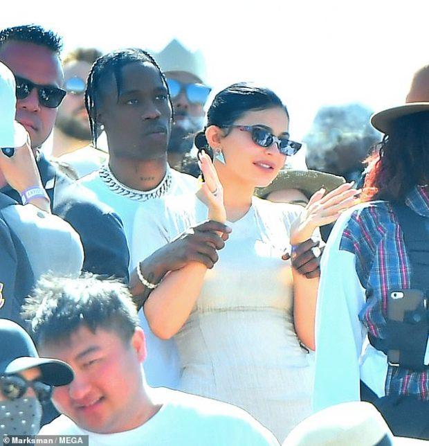 MOS TI MARRIM MËSYSH/ Kylie Jenner dhe Travis Scott i treguan gjithë botës sa të dashuruar janë
