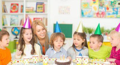 """""""PO VË TAKSË…""""/ Kjo nënë u kërkon fëmijëve nga 20 dollarë për të marrë pjesë në festën e ditëlindjes së vajzës së saj"""