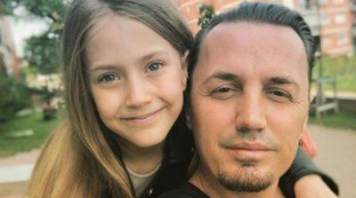 VETËM 9 VJEÇ/ Blero jep super lajmin për të bijën (FOTO)